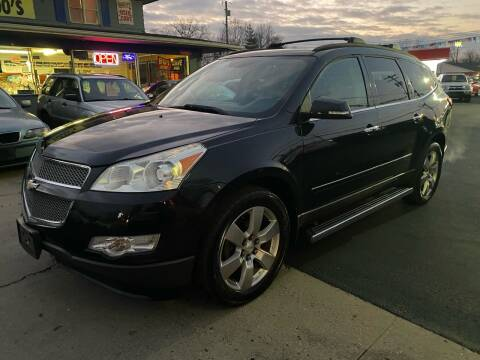 2009 Chevrolet Traverse for sale at Wise Investments Auto Sales in Sellersburg IN