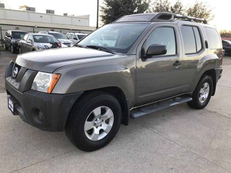2006 Nissan Xterra for sale at AMIGO USED CARS in Houston TX