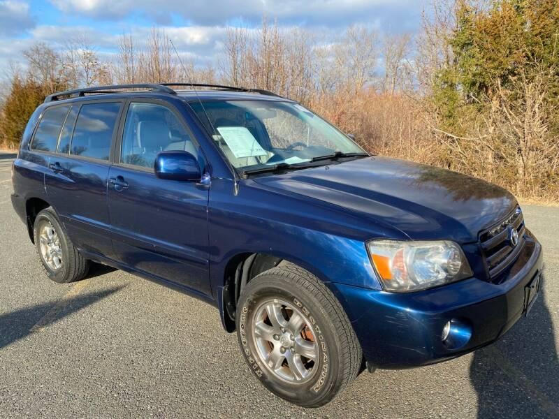 2004 Toyota Highlander for sale at Used Cars of Fairfax LLC in Woodbridge VA