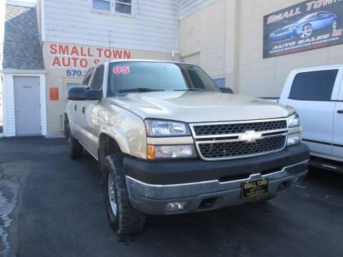 2005 Chevrolet Silverado 2500HD for sale at Small Town Auto Sales in Hazleton PA