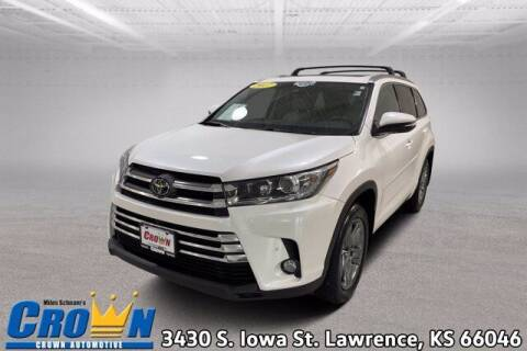 2017 Toyota Highlander for sale at Crown Automotive of Lawrence Kansas in Lawrence KS