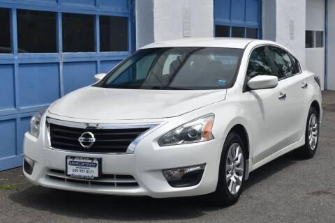 2015 Nissan Altima for sale at IdealCarsUSA.com in East Windsor NJ