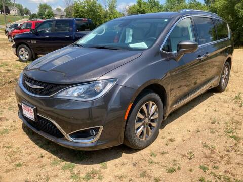2019 Chrysler Pacifica for sale at Louisburg Garage, Inc. in Cuba City WI