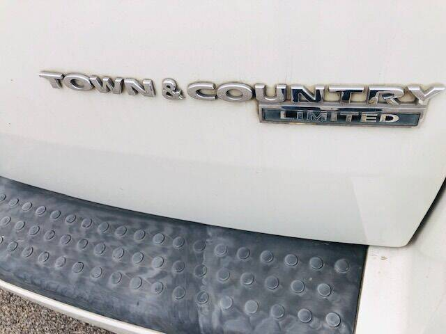 2010 Chrysler Town and Country Limited 4dr Mini-Van w/28Y - Edwardsville KS