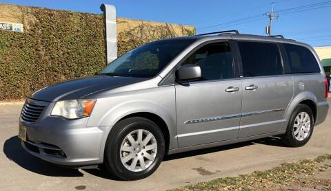 2014 Chrysler Town and Country for sale at El Tucanazo Auto Sales in Grand Island NE