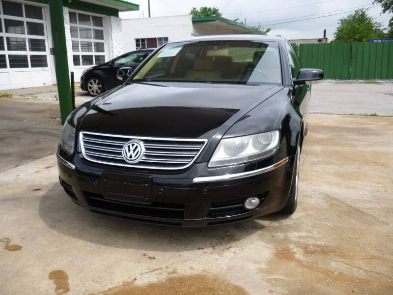 2004 Volkswagen Phaeton for sale at Auto Outlet Inc. in Houston TX