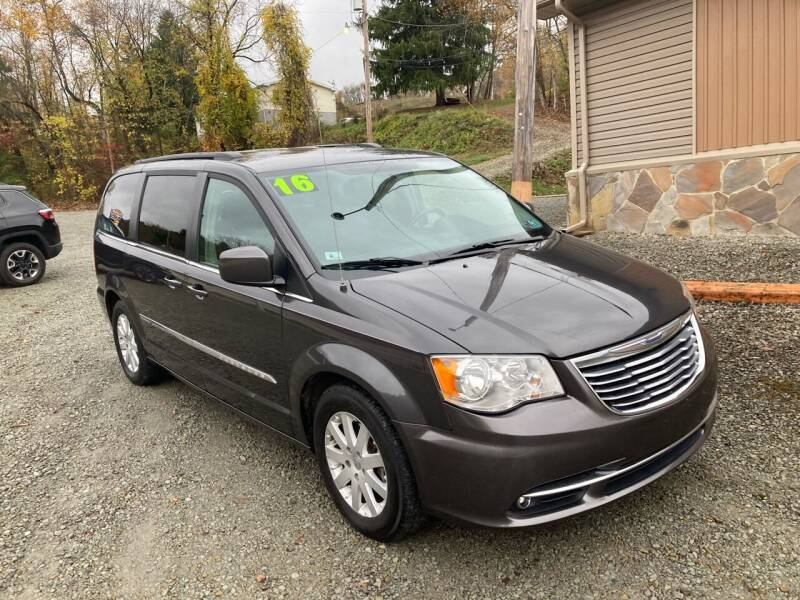 2016 Chrysler Town and Country for sale at Watts Auto Sales in New Alexandria PA