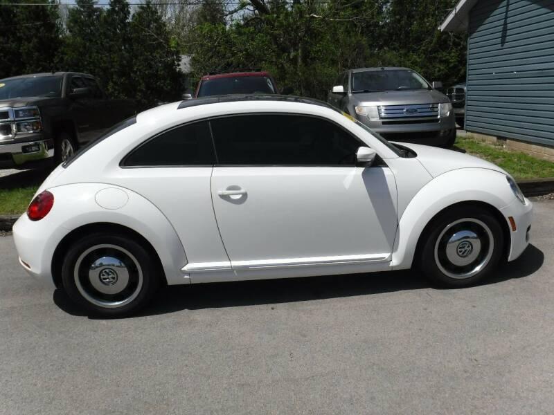 2013 Volkswagen Beetle for sale at Dave's Car Corner in Hartford City IN