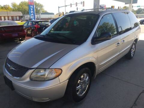 2004 Chrysler Town and Country for sale at SpringField Select Autos in Springfield IL