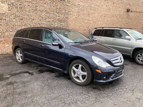 2008 Mercedes-Benz R-Class for sale at RON'S AUTO SALES INC in Cicero IL