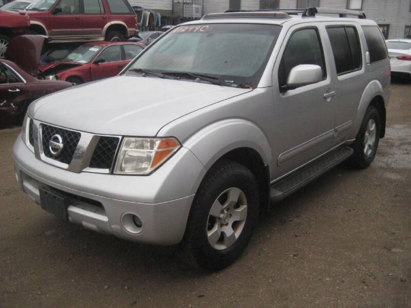 2005 Nissan Pathfinder for sale at CARZ R US 1 in Armington IL