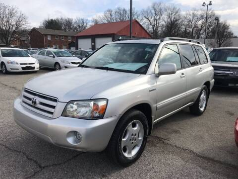 2004 Toyota Highlander for sale at 4th Street Auto in Louisville KY