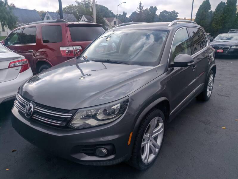 2013 Volkswagen Tiguan for sale at CLASSIC MOTOR CARS in West Allis WI