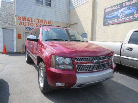 2007 Chevrolet Avalanche for sale at Small Town Auto Sales in Hazleton PA
