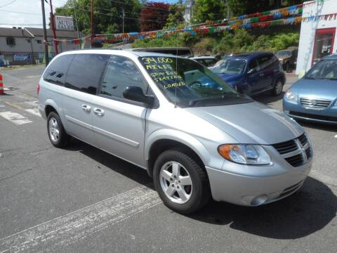 2006 Dodge Grand Caravan for sale at Ricciardi Auto Sales in Waterbury CT
