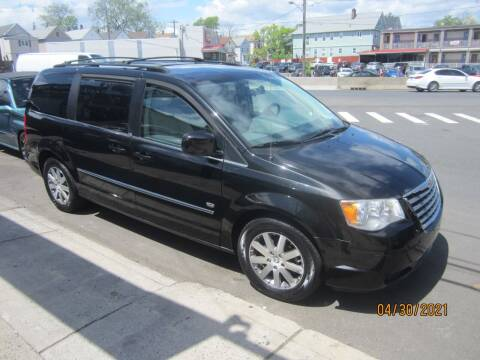 2009 Chrysler Town and Country for sale at Cali Auto Sales Inc. in Elizabeth NJ