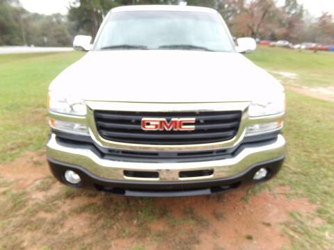 2004 GMC Sierra 2500HD for sale at CHRIS AUTO SALES in Roanoke AL