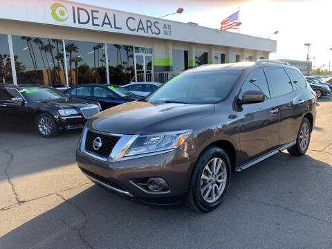 2016 Nissan Pathfinder for sale at Ideal Cars Broadway in Mesa AZ