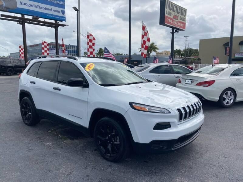 2016 Jeep Cherokee for sale at MACHADO AUTO SALES in Miami FL