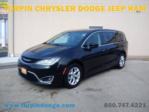 2017 Chrysler Pacifica for sale at Turpin Dodge Chrysler Jeep Ram in Dubuque IA