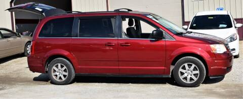 2010 Chrysler Town and Country for sale at PINNACLE ROAD AUTOMOTIVE LLC in Moraine OH