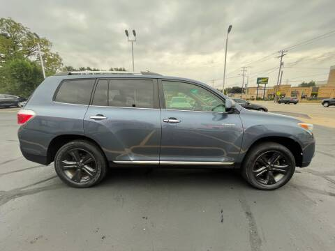 2013 Toyota Highlander for sale at Select Auto Group in Wyoming MI