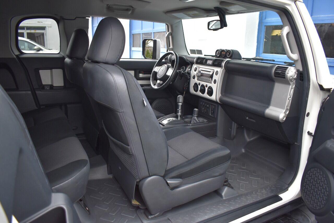 2010 Toyota FJ Cruiser Base 4×4 4dr SUV 5A full