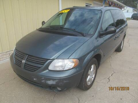 2005 Dodge Grand Caravan for sale at Lincoln Way Motors I in Cedar Rapids IA