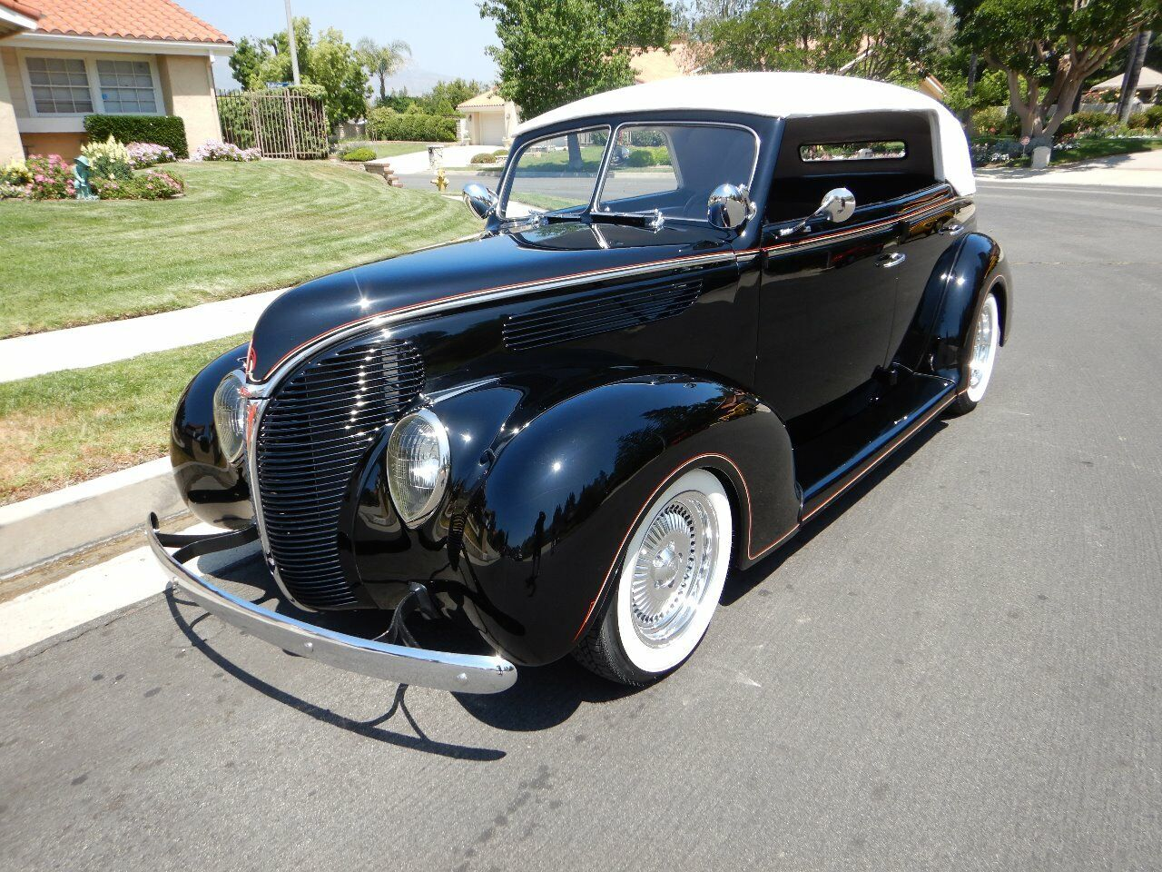1938 Ford Cabriolet 2