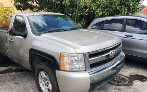 2007 Chevrolet Silverado 1500 for sale at Global Motors in Hialeah FL