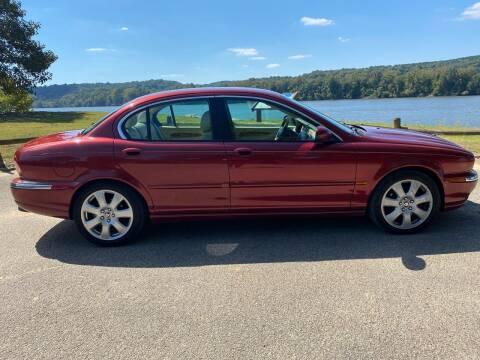 2005 Jaguar X-Type for sale at Monroe Auto's, LLC in Parsons TN