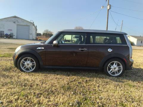 2009 MINI Cooper Clubman for sale at Tennessee Valley Wholesale Autos LLC in Huntsville AL