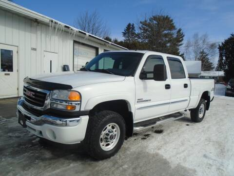 2005 GMC Sierra 2500HD for sale at NORTHLAND AUTO SALES in Dale WI