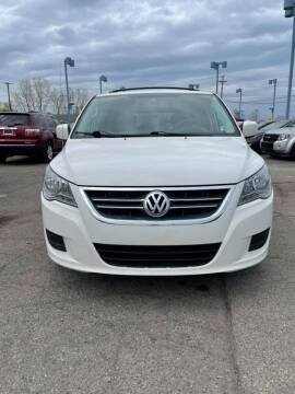 2009 Volkswagen Routan for sale at R&R Car Company in Mount Clemens MI