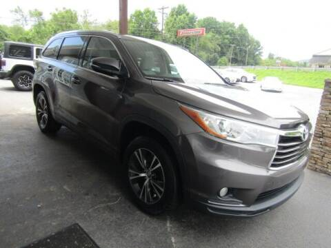 2016 Toyota Highlander for sale at Specialty Car Company in North Wilkesboro NC