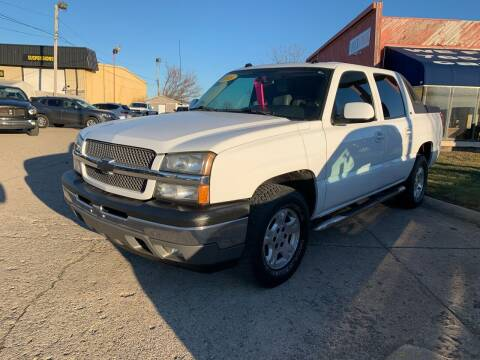2005 Chevrolet Avalanche for sale at Cars To Go in Lafayette IN