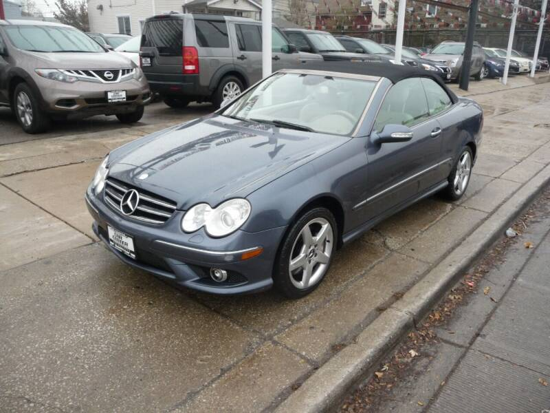2007 Mercedes-Benz CLK for sale at CAR CENTER INC in Chicago IL