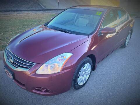 2012 Nissan Altima for sale at Apple Auto in La Crescent MN
