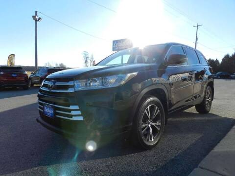 2017 Toyota Highlander for sale at Leitheiser Car Company in West Bend WI