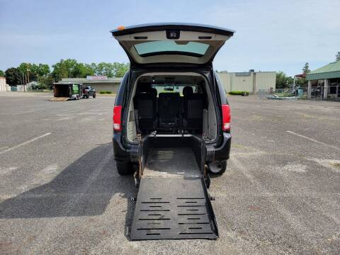 2016 Dodge Grand Caravan for sale at BT Mobility LLC in Wrightstown NJ