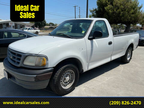 2001 Ford F-150 for sale at Ideal Car Sales in Los Banos CA