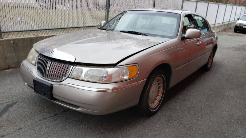 2001 Lincoln Town Car for sale at J & T Auto Sales in Warwick RI