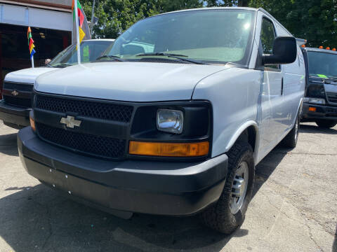 2009 Chevrolet Express Cargo for sale at Drive Deleon in Yonkers NY