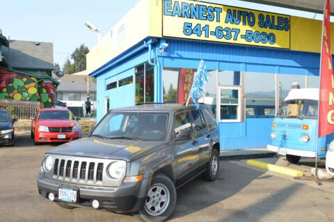 2014 Jeep Patriot for sale at Earnest Auto Sales in Roseburg OR