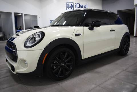 2019 MINI Hardtop 2 Door for sale at iDeal Auto Imports in Eden Prairie MN