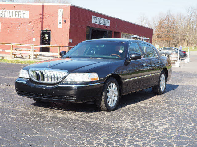 2009 Lincoln Town Car for sale at Tom Roush Budget Westfield in Westfield IN
