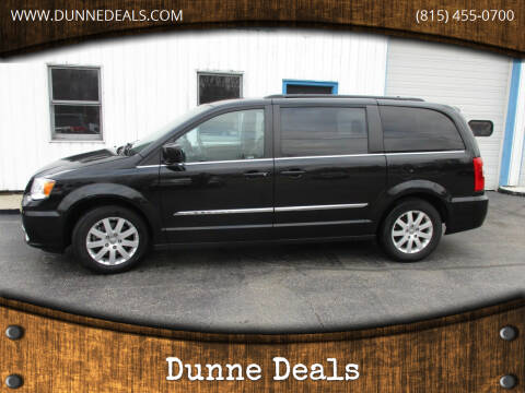 2016 Chrysler Town and Country for sale at Dunne Deals in Crystal Lake IL