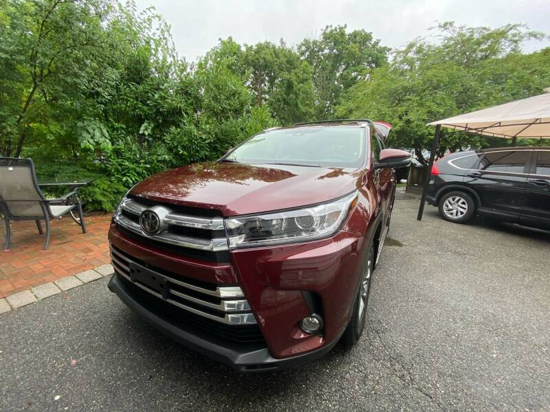 2017 Toyota Highlander for sale at OFIER AUTO SALES in Freeport NY