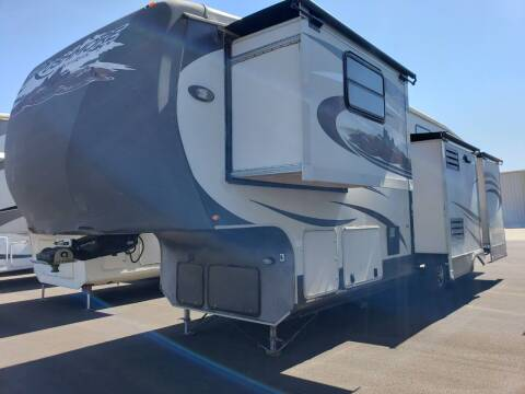 2012 Crossroads Rushmore 35 for sale at Ultimate RV in White Settlement TX