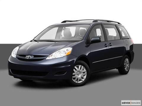 2009 Toyota Sienna for sale at Carros Usados Fresno in Fresno CA